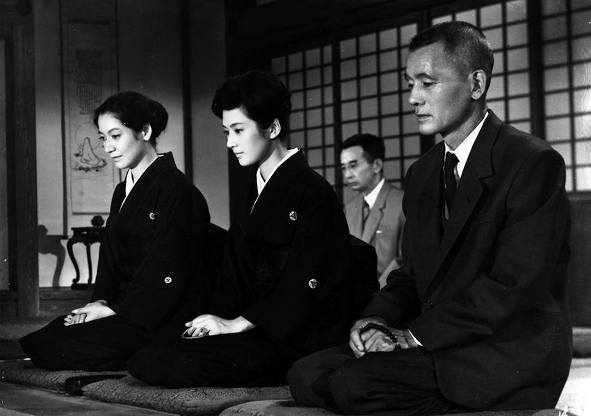 setsuko-hara-nobuo-nakamura-chishu-ryu-and-yoko-tsukasa-in-akibiyori-1960